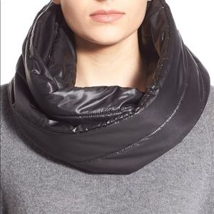 NIKE Infinity Black Quilted Scarf Winter Wrap